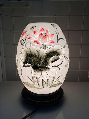 Đèn xông tinh dầu là loại sản phẩm dùng để xông hương tinh dầu tự nhiên